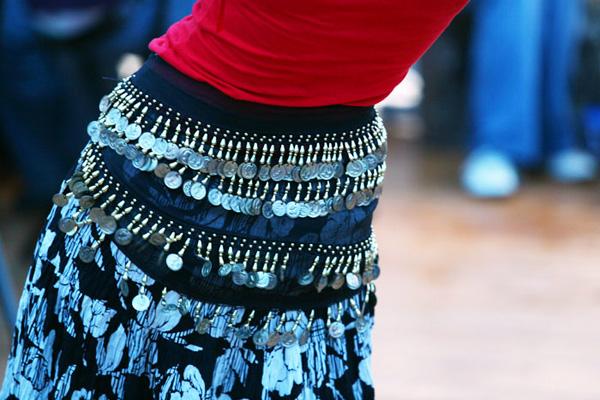 Уличный цыганский танец